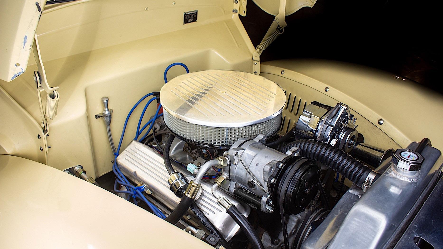 Ford De Luxe Woodie 1940 bản phục chế ốp gỗ với giá 101.000 USD - Ảnh 4.