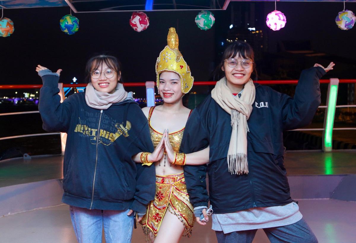 Du lịch Tết Đà Nẵng: Từng bừng lễ hội và giá nghỉ dưỡng ưu đãi lên tới 60% - Ảnh 1.