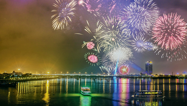 Du lịch Tết Đà Nẵng: Từng bừng lễ hội và giá nghỉ dưỡng ưu đãi lên tới 60% - Ảnh 3.