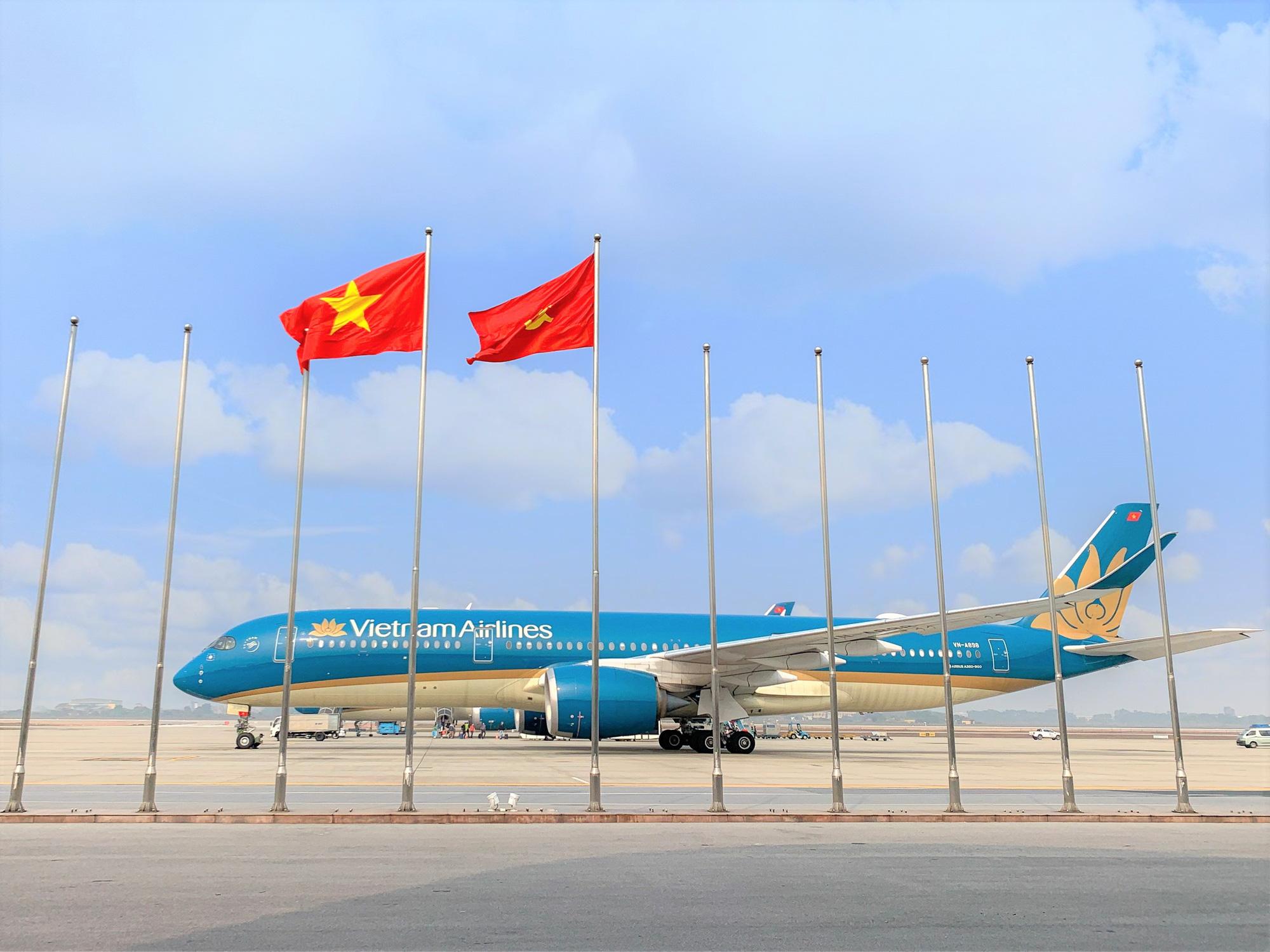 Chuyến bay đặc biệt của Vietnam Airlines phục vụ Đại hội Đảng XIII - Ảnh 1.