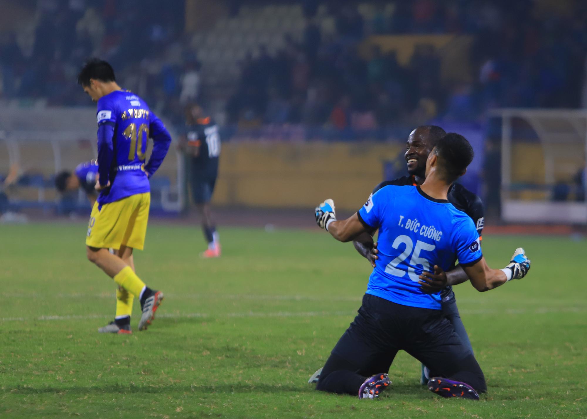 """Hà Nội FC thua liền 2 trận, HLV Chu Đình Nghiêm """"bay ghế""""? - Ảnh 2."""
