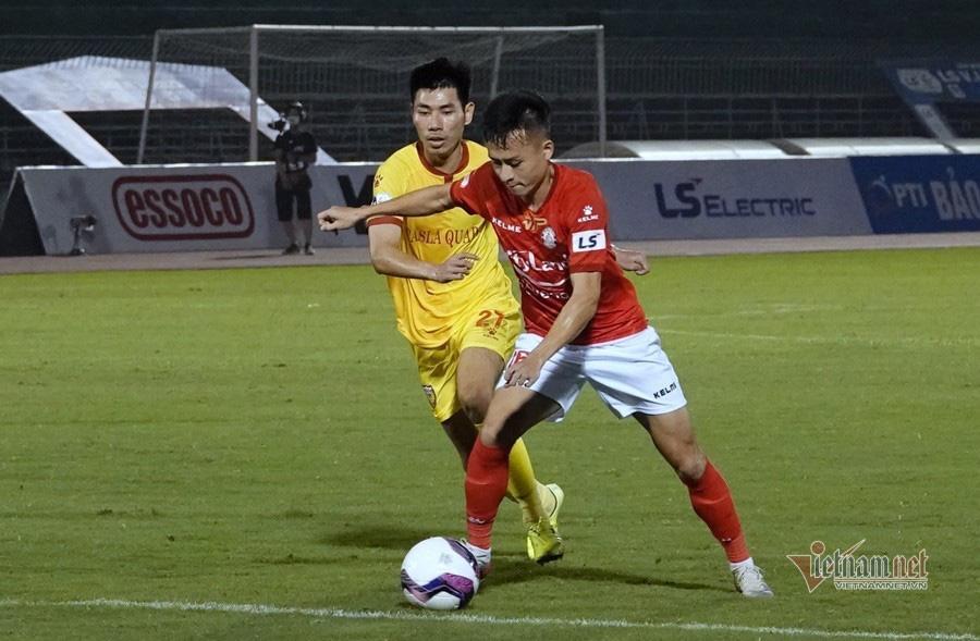 Lee Nguyễn xuất trận, TP.HCM đá bại Hà Tĩnh mất người - Ảnh 2.