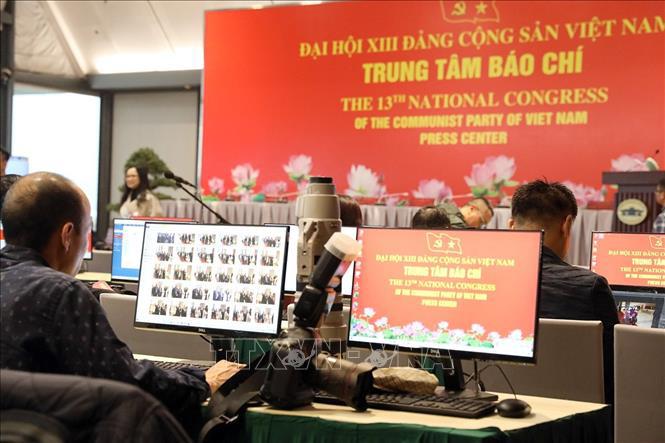 Gần 500 phóng viên, biên tập viên các cơ quan báo chí trực tiếp đưa tin Đại hội XIII của Đảng - Ảnh 1.