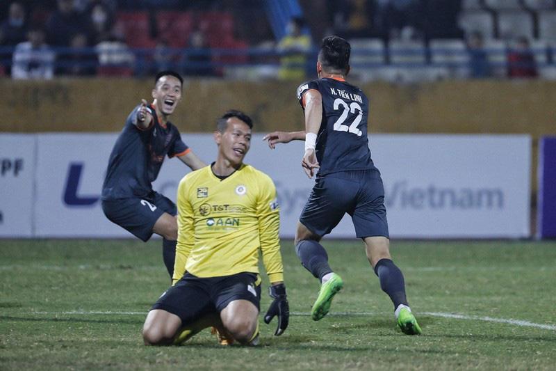 Đẳng cấp HLV Phan Thanh Hùng: Đi đến đâu, thành công đến đó - Ảnh 1.