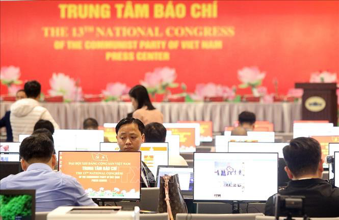 Gần 500 phóng viên, biên tập viên các cơ quan báo chí trực tiếp đưa tin Đại hội XIII của Đảng - Ảnh 3.