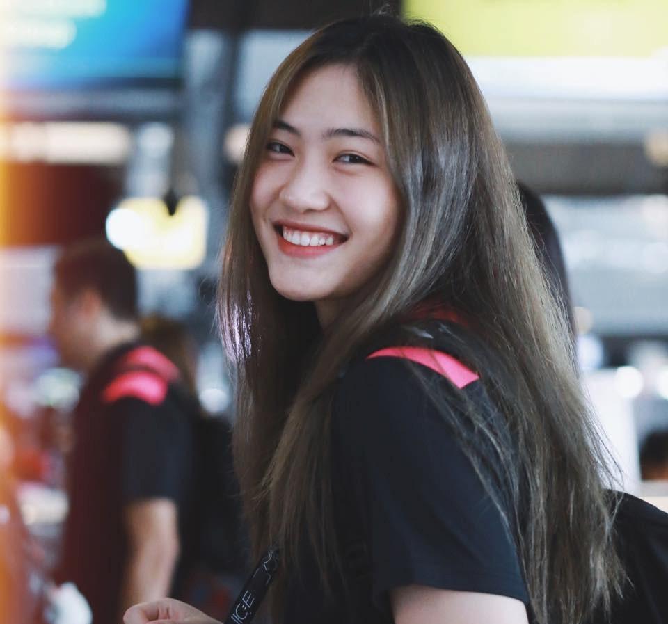 """""""Hot girl"""" bóng chuyền Trần Việt Hương: Cao 1m78, thiếu úy tuổi 21 - Ảnh 1."""