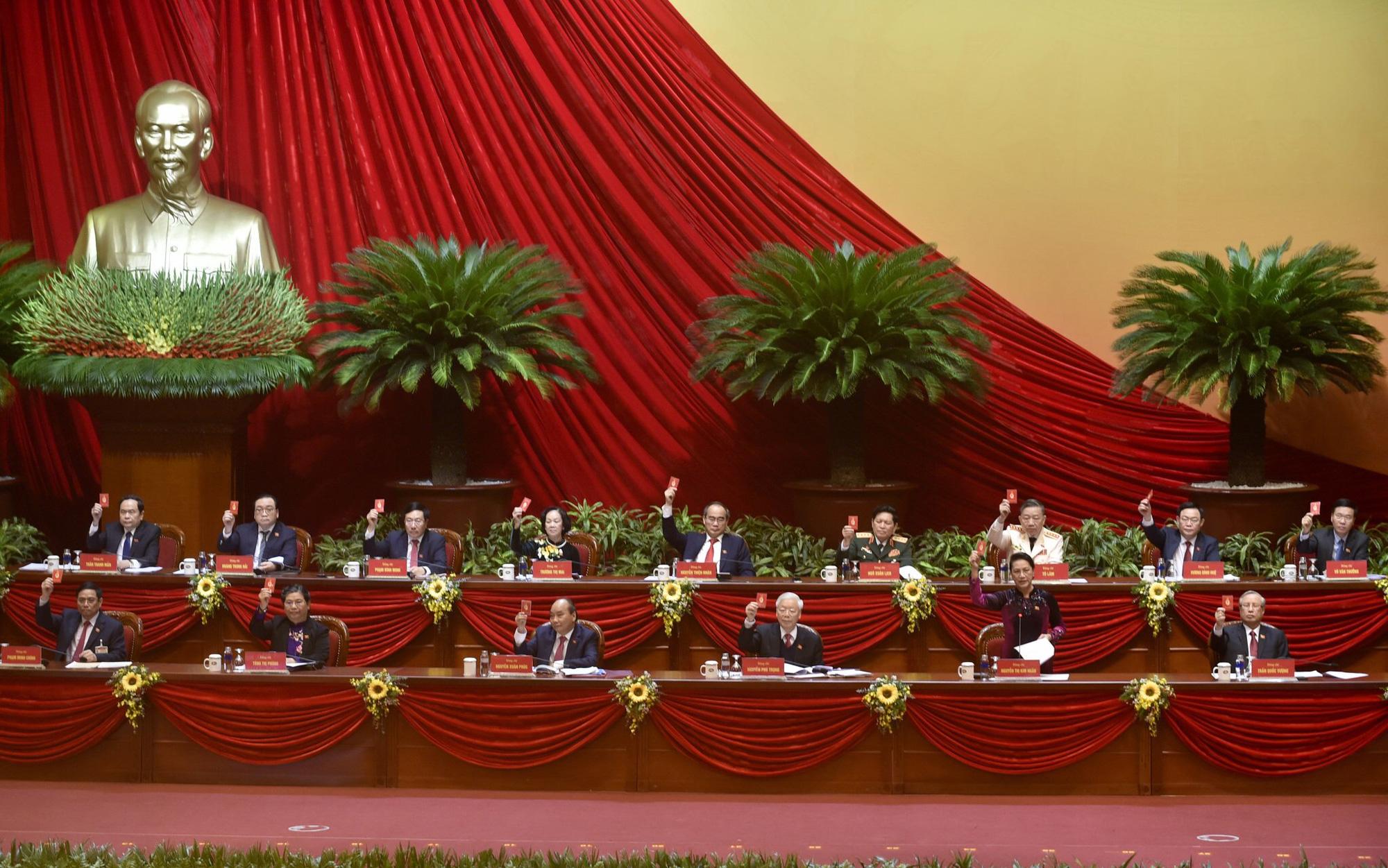Ngày 1/2, sẽ bầu Bộ Chính trị, Ban Bí thư khóa mới - Ảnh 1.