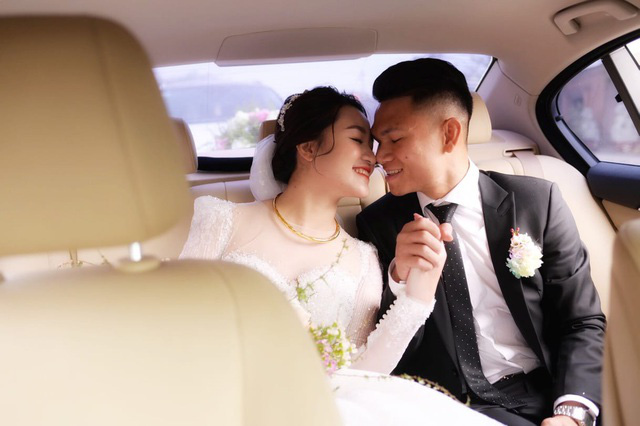 """Cầu thủ """"nghèo"""" nhất U23 Việt Nam trao hoa cưới cho... người lạ - Ảnh 5."""