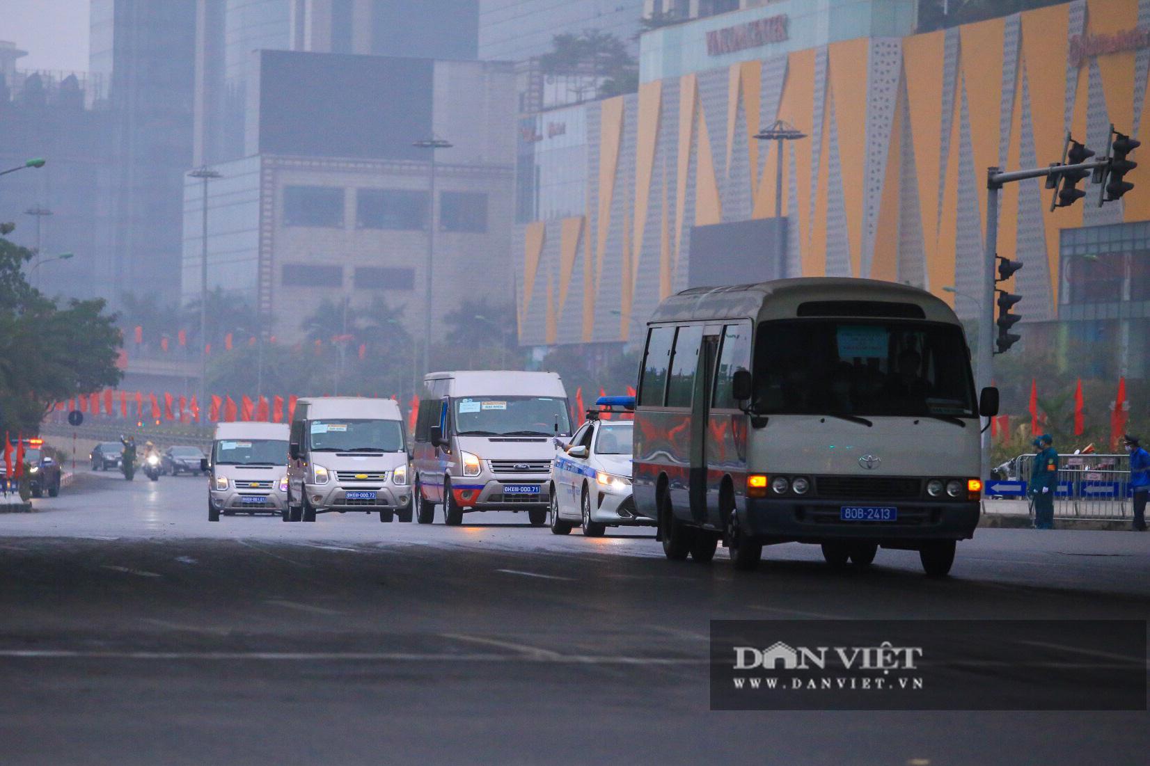 Hình ảnh đoàn xe đại biểu từ Lăng Bác về Trung tâm Hội nghị Quốc gia - Ảnh 14.