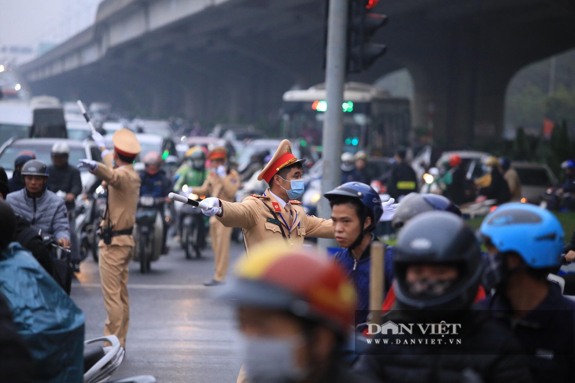 Hình ảnh đoàn xe đại biểu từ Lăng Bác về Trung tâm Hội nghị Quốc gia - Ảnh 16.
