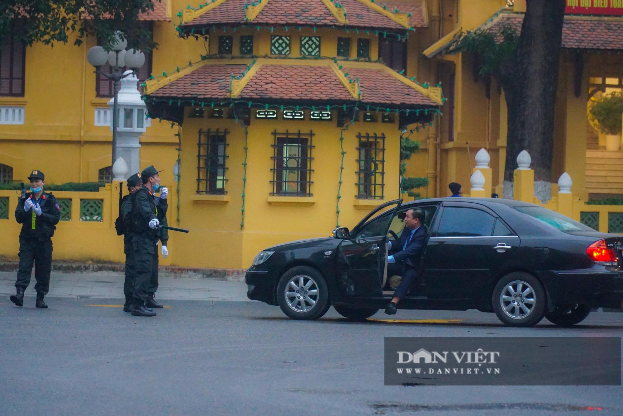 Hình ảnh đoàn xe đại biểu từ Lăng Bác về Trung tâm Hội nghị Quốc gia - Ảnh 3.