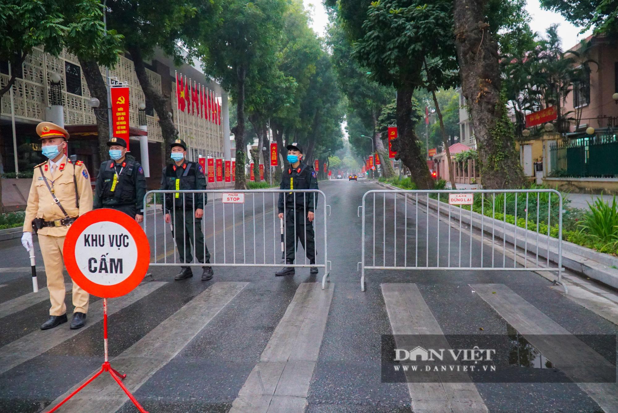 Hình ảnh đoàn xe đại biểu từ Lăng Bác về Trung tâm Hội nghị Quốc gia - Ảnh 4.