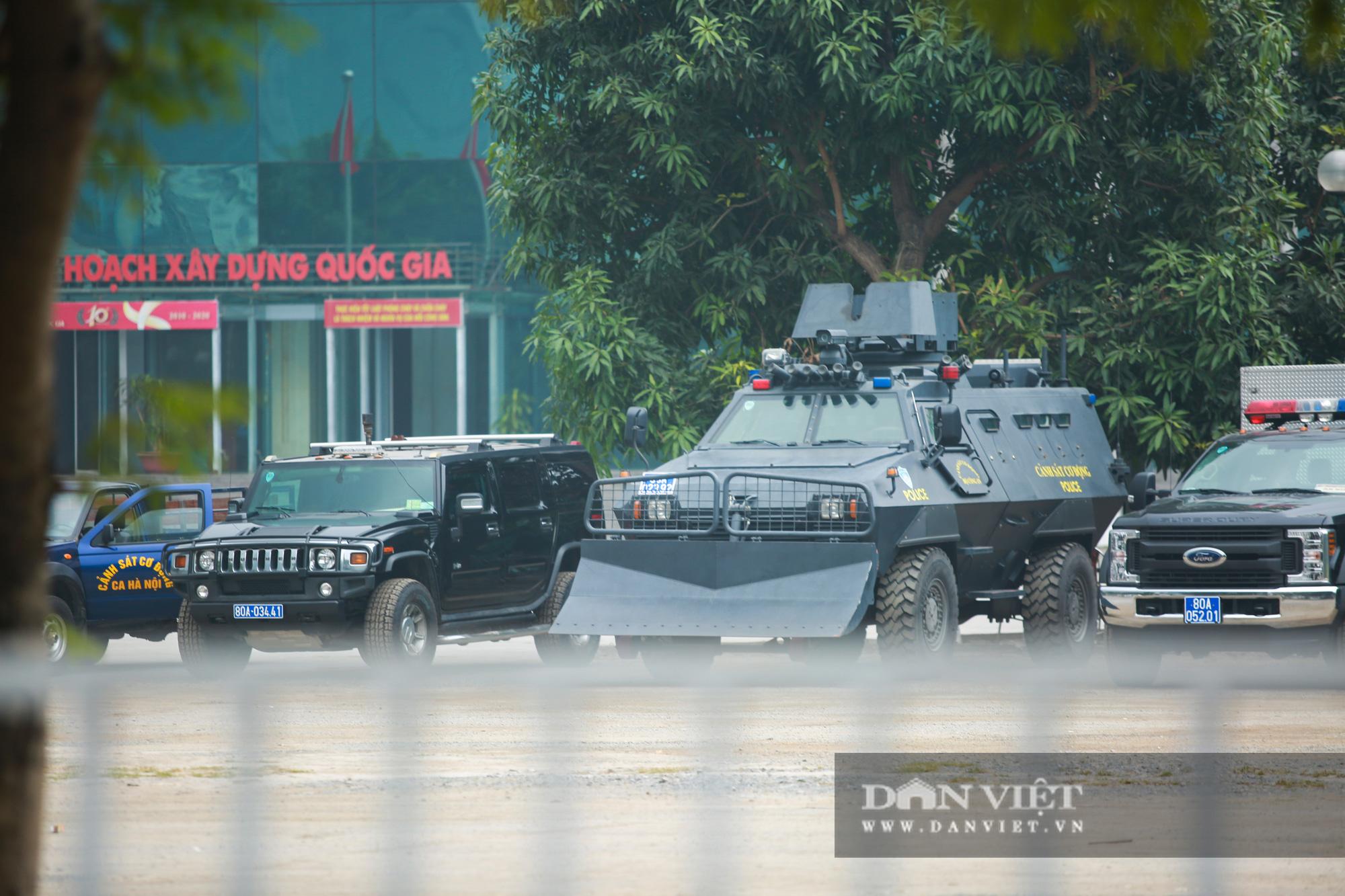 """Cận cảnh dàn xe """"khủng"""" làm nhiệm vụ bảo vệ đại hội Đảng trong Trung tâm Hội nghị Quốc gia - Ảnh 4."""