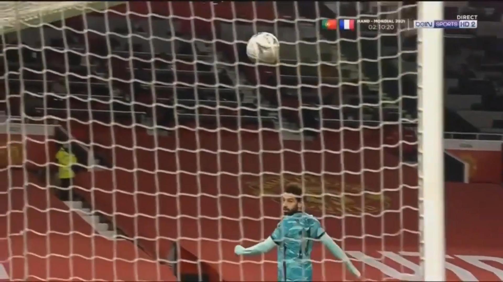 Highlight: Bruno Fernandes ghi siêu phẩm sút phạt, Man Utd đá văng Liverpool khỏi FA Cup - Ảnh 2.