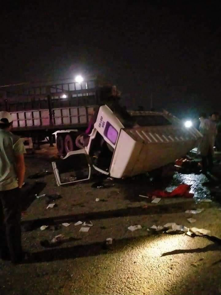 Quảng Ninh: Xe đầu kéo đâm xe tải trong đêm, 4 người nhập viện - Ảnh 1.