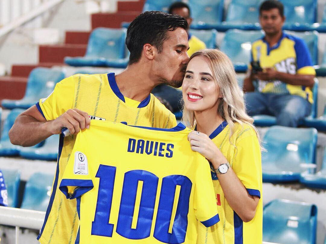 Bạn gái hậu vệ ĐT Malaysia Matthew Davies: WAGs sexy nhất Đông Nam Á - Ảnh 1.