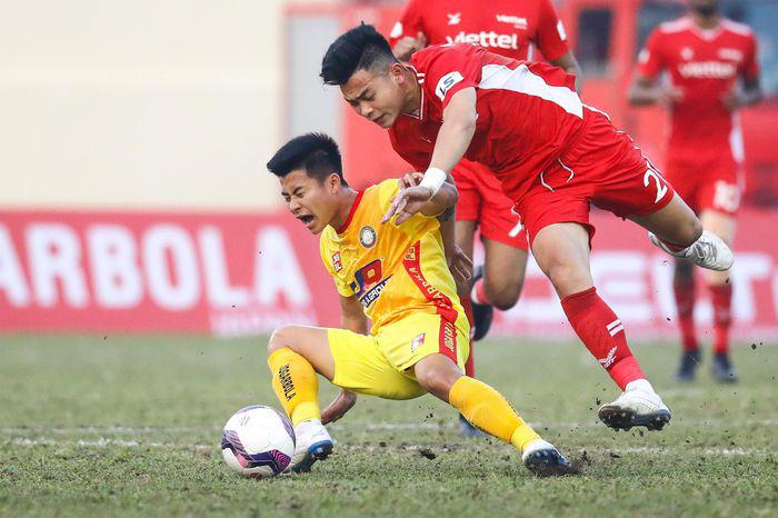Ngôi sao ĐT Việt Nam cao 1m84 chấn thương nặng, nghỉ hết giải - Ảnh 2.