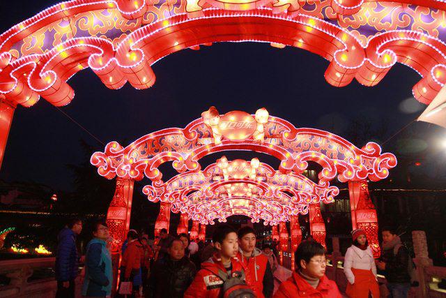 Rực rỡ sắc màu với lễ hội đèn lồng Tần Hoài trong dịp Tết Nguyên Đán - Ảnh 4.
