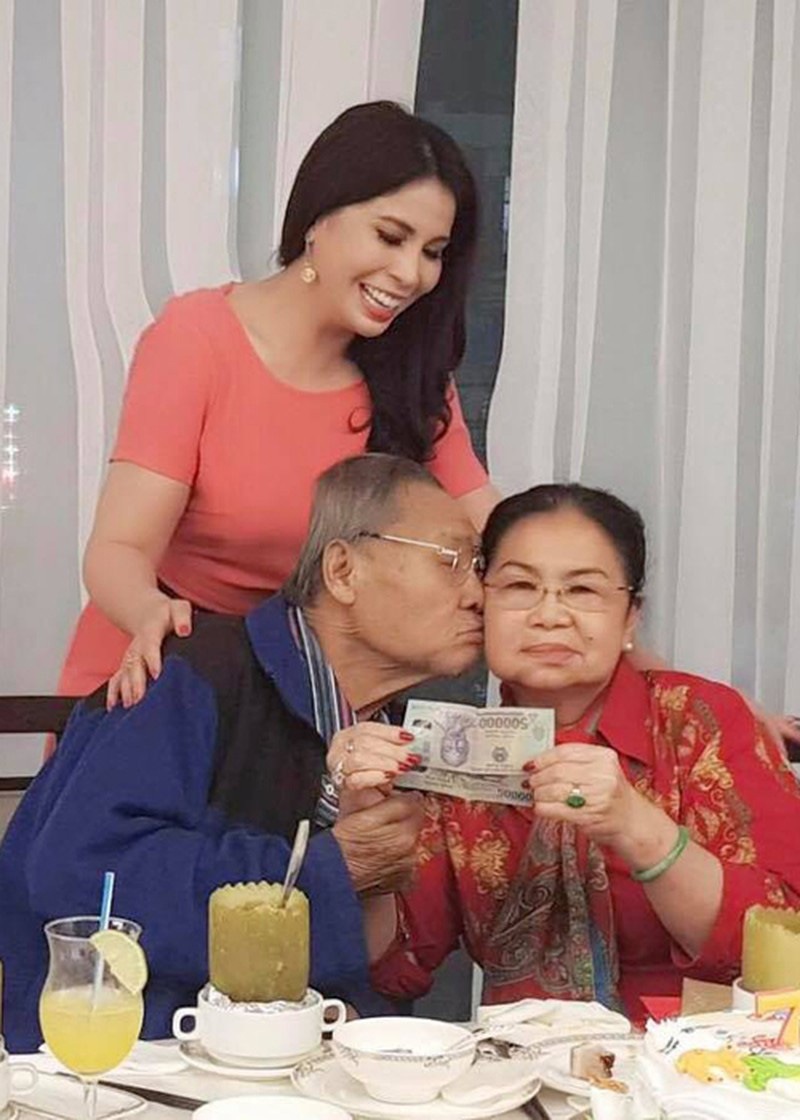 Ngưỡng mộ tình yêu 50 năm lãng mạn của ba mẹ diễn viên Lý Hùng - Ảnh 3.
