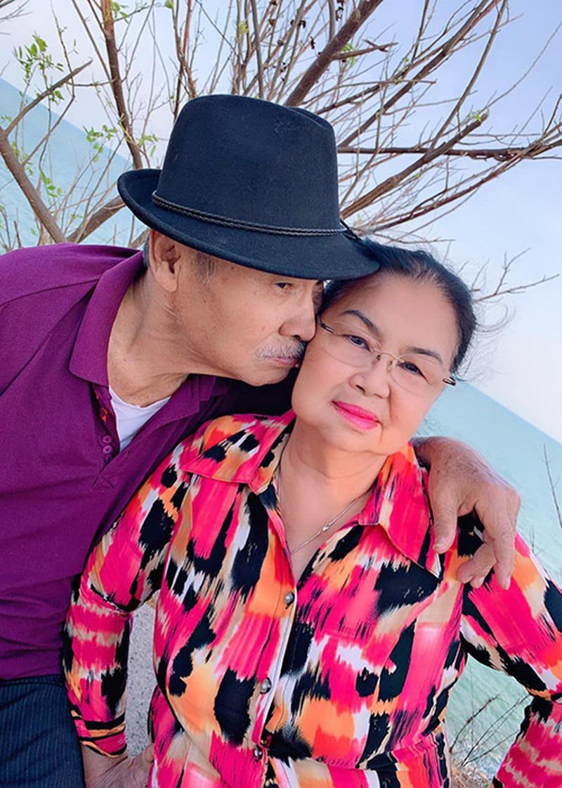 Ngưỡng mộ tình yêu 50 năm lãng mạn của ba mẹ diễn viên Lý Hùng - Ảnh 4.
