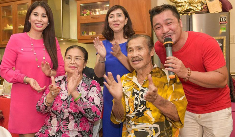 Ngưỡng mộ tình yêu 50 năm lãng mạn của ba mẹ diễn viên Lý Hùng - Ảnh 7.