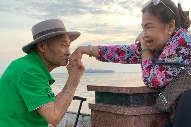 Ngưỡng mộ tình yêu 50 năm lãng mạn của ba mẹ diễn viên Lý Hùng - Ảnh 6.