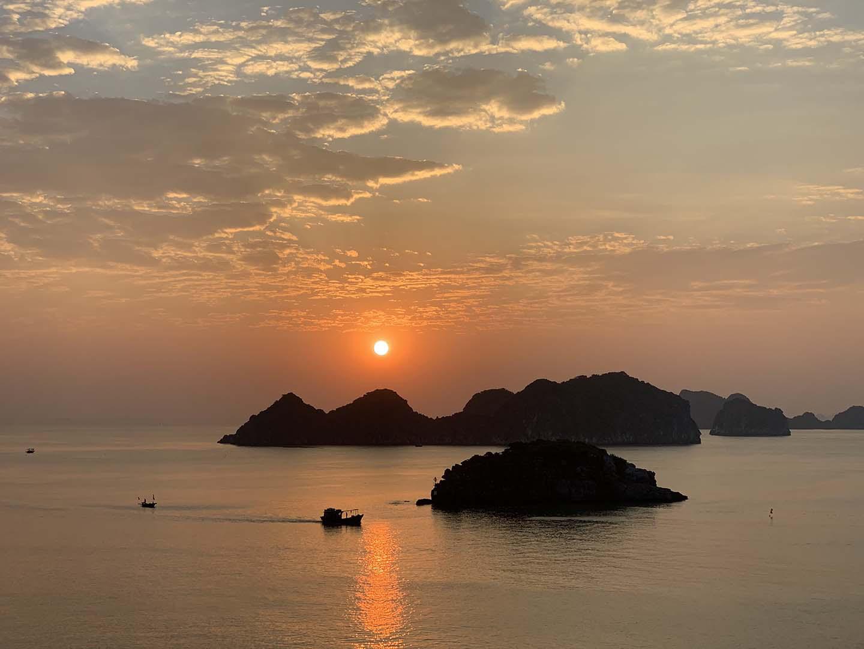 """Tour du lịch Tết: Vịnh Lan Hạ, Cát Bà - """"Thiên đường bị bỏ quên"""" - Ảnh 1."""