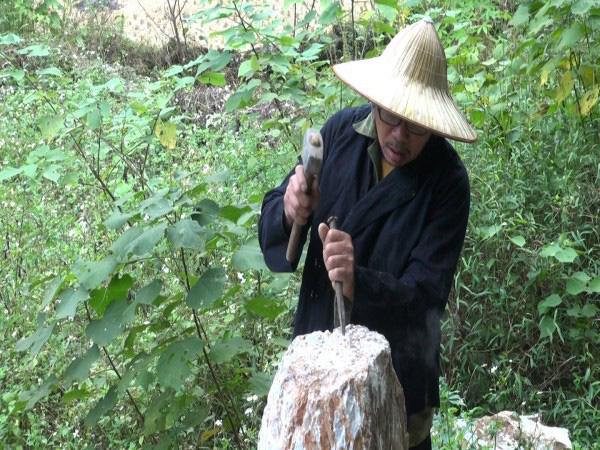 Cao Bằng: Vùng đất đầu làng đặt con chó đá, hễ nông nhàn dân lại lầm lũi lên rừng sống cùng với...đá - Ảnh 1.