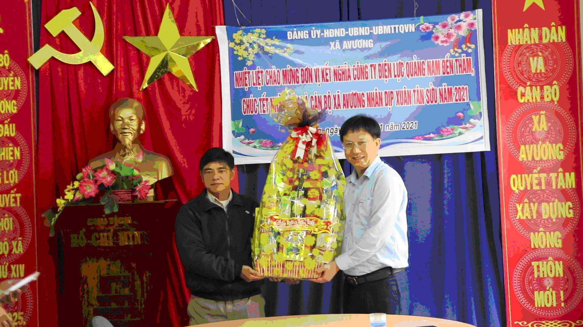 Công ty Điện lực Quảng Nam thăm, tặng quà tết cho người dân xã A Vương - Ảnh 2.