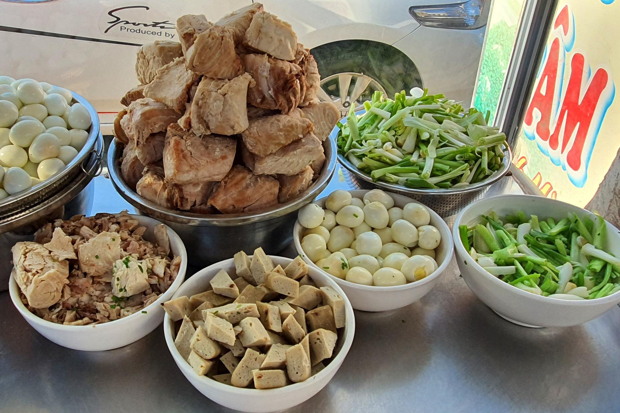 Món bánh canh ngon trứ danh ở Phú Yên, thực khách vừa ăn vừa xuýt xoa - Ảnh 7.