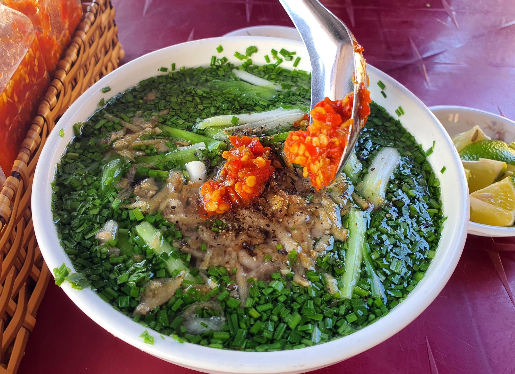 Món bánh canh ngon trứ danh ở Phú Yên, thực khách vừa ăn vừa xuýt xoa - Ảnh 9.
