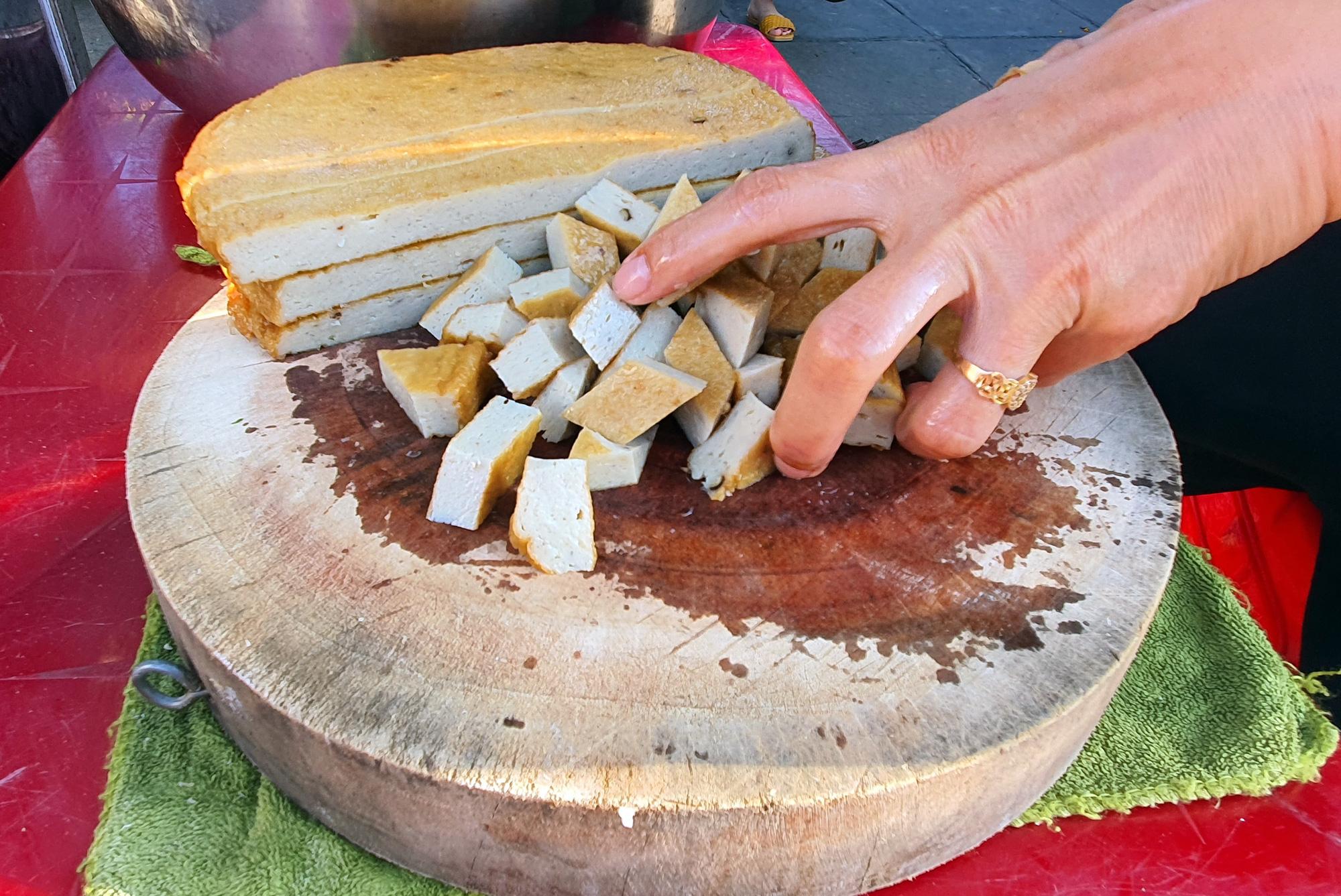 Món bánh canh ngon trứ danh ở Phú Yên, thực khách vừa ăn vừa xuýt xoa - Ảnh 4.