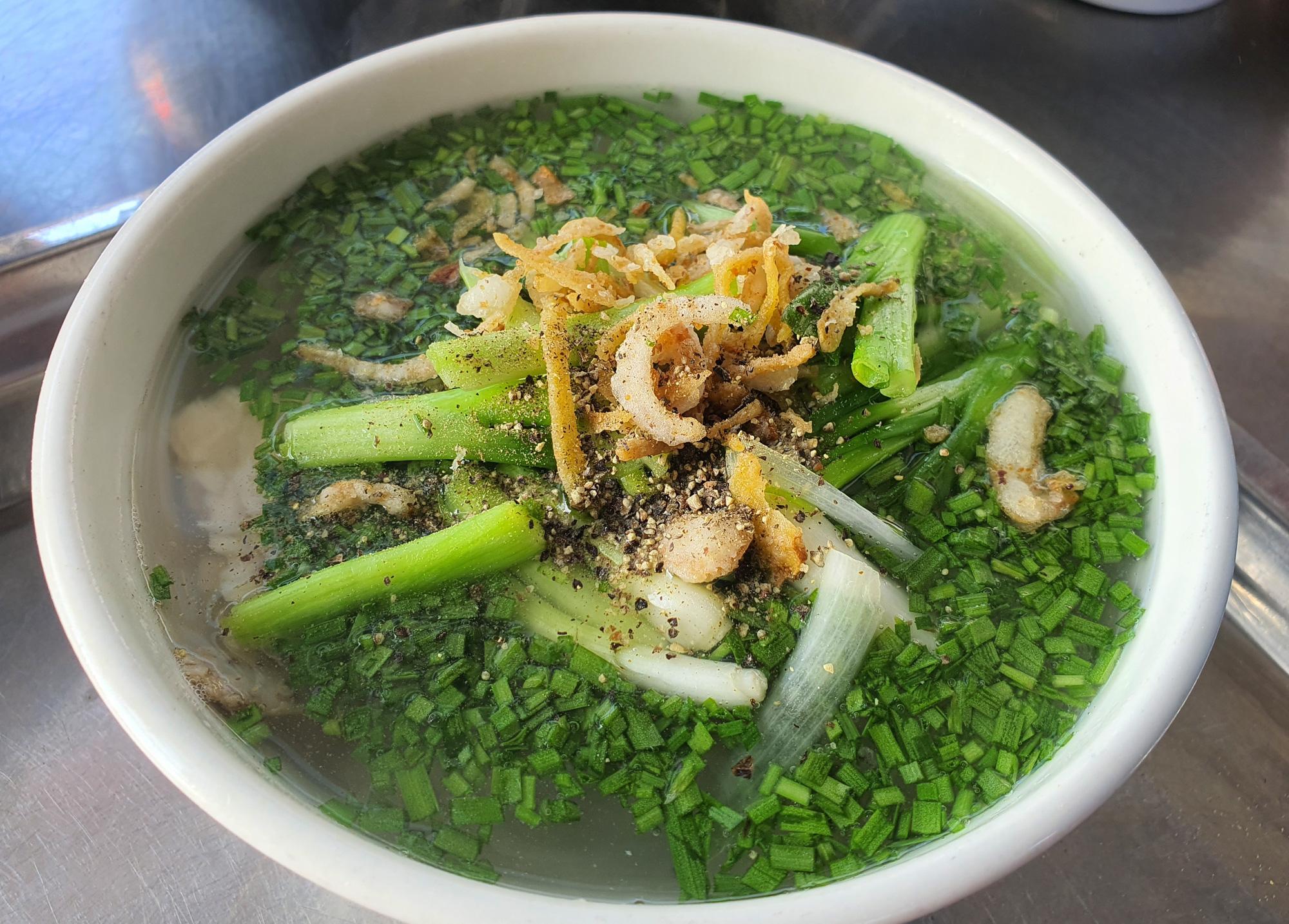 Món bánh canh ngon trứ danh ở Phú Yên, thực khách vừa ăn vừa xuýt xoa - Ảnh 3.