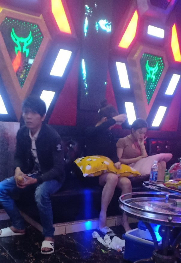 """Quảng Nam: Hai đôi nam nữ """"lên tiên"""" với ma túy ở quán Karaoke  - Ảnh 3."""