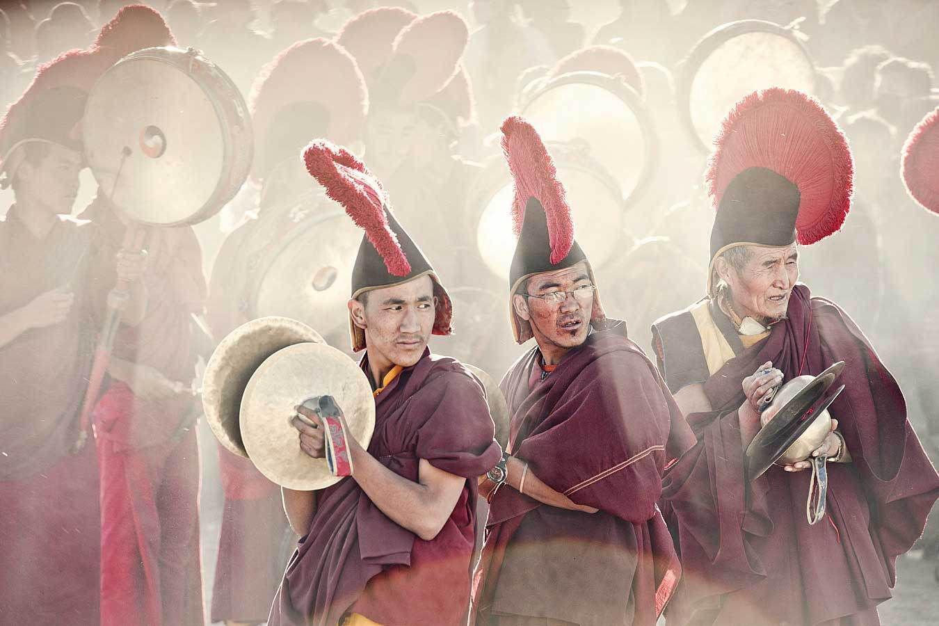 Lạ lùng bộ tộc có anh em một nhà lấy chung vợ ở Tây Tạng - Ảnh 2.