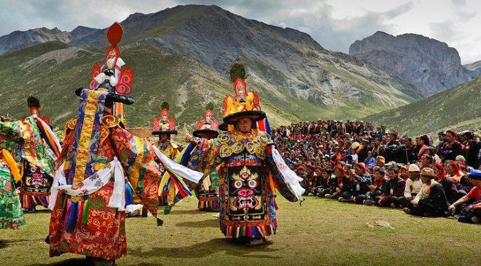Lạ lùng bộ tộc có anh em một nhà lấy chung vợ ở Tây Tạng - Ảnh 3.