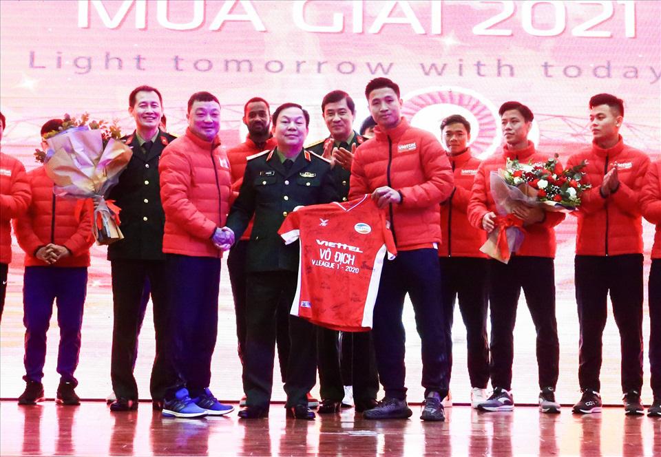 """HLV Trương Việt Hoàng: """"Viettel FC không chỉ đá vì mình""""... - Ảnh 2."""