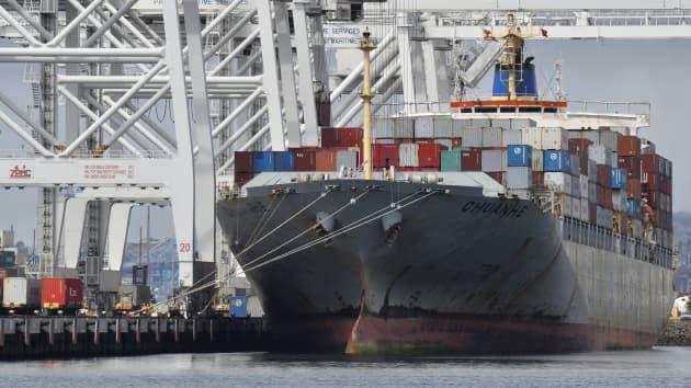 """""""Mờ mắt"""" vì tiền, các hãng vận tải từ chối chở nông sản Mỹ để gửi container rỗng sang Trung Quốc - Ảnh 1."""