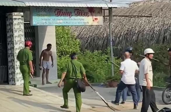 """Nam thanh niên ở Tiền Giang, nghi """"ngáo đá"""" cầm búa đánh người trọng thương - Ảnh 2."""