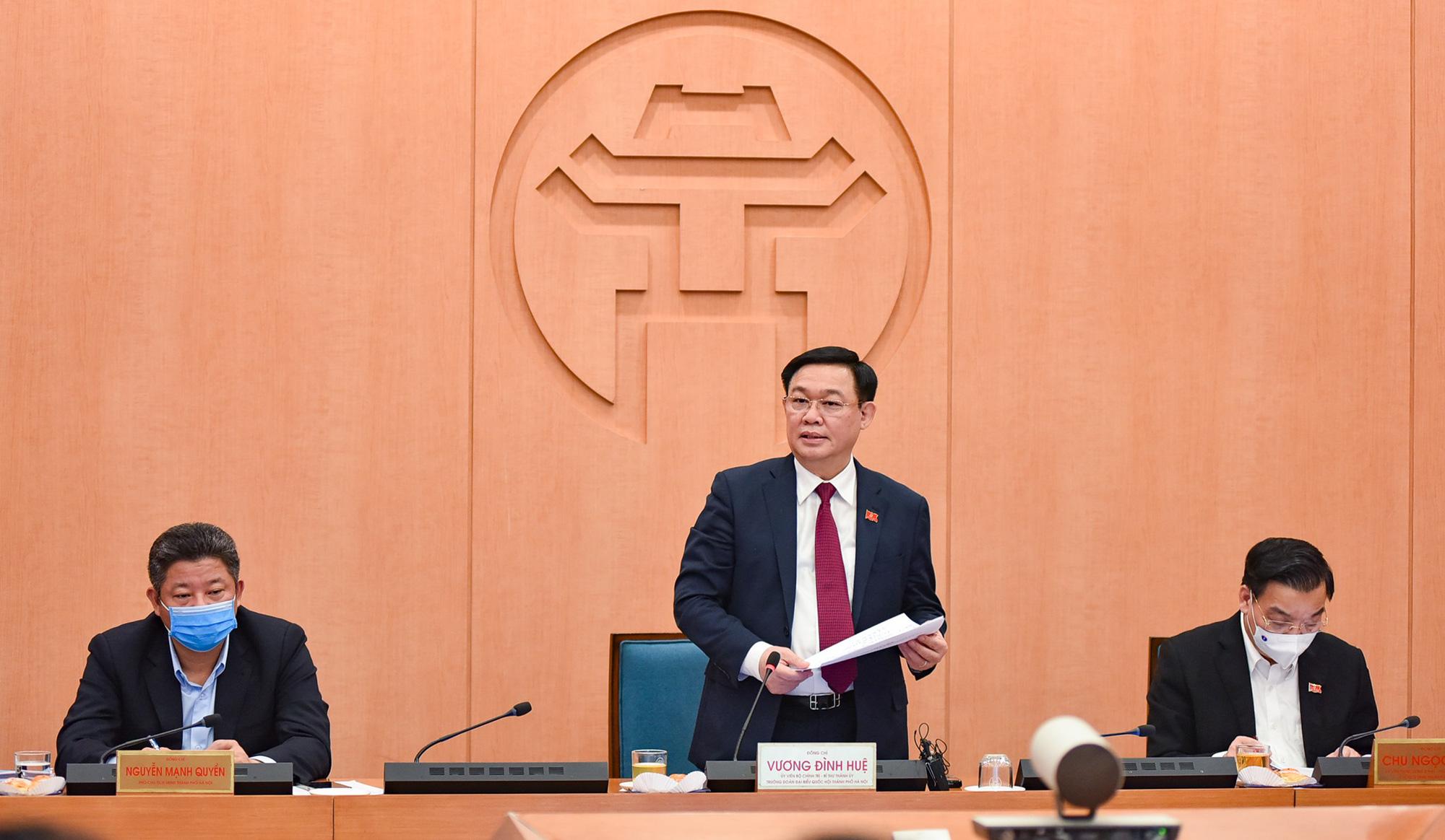 Covid-19 ở Hà Nội: Có cần thiết phong tỏa theo Chỉ thị của Thủ tướng - Ảnh 1.