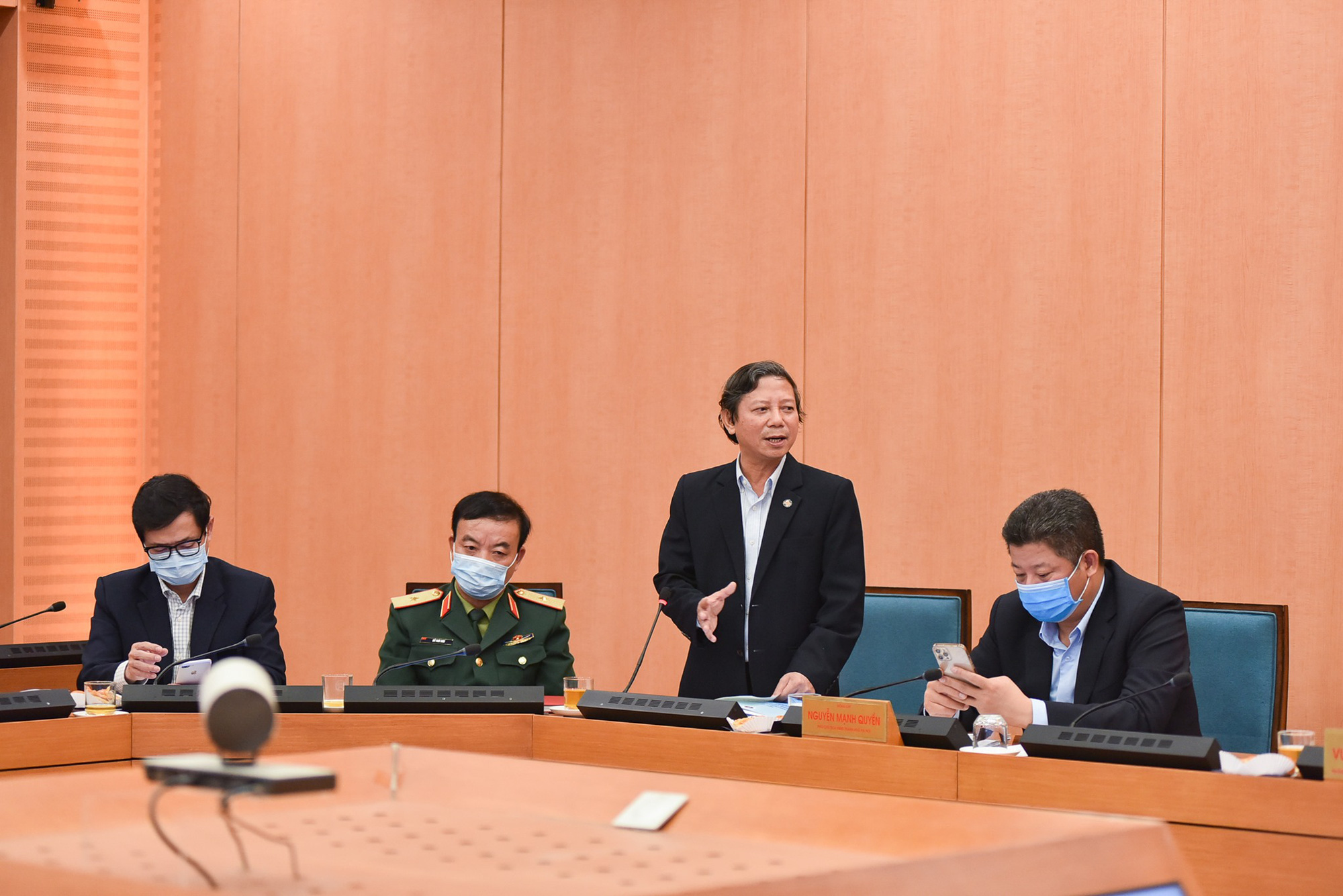 Covid-19 ở Hà Nội: Có cần thiết phong tỏa theo Chỉ thị của Thủ tướng - Ảnh 3.