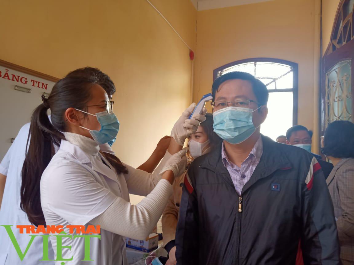 Sơn La họp khẩn triển khai các giải pháp phòng, chống dịch Covid-19 - Ảnh 1.