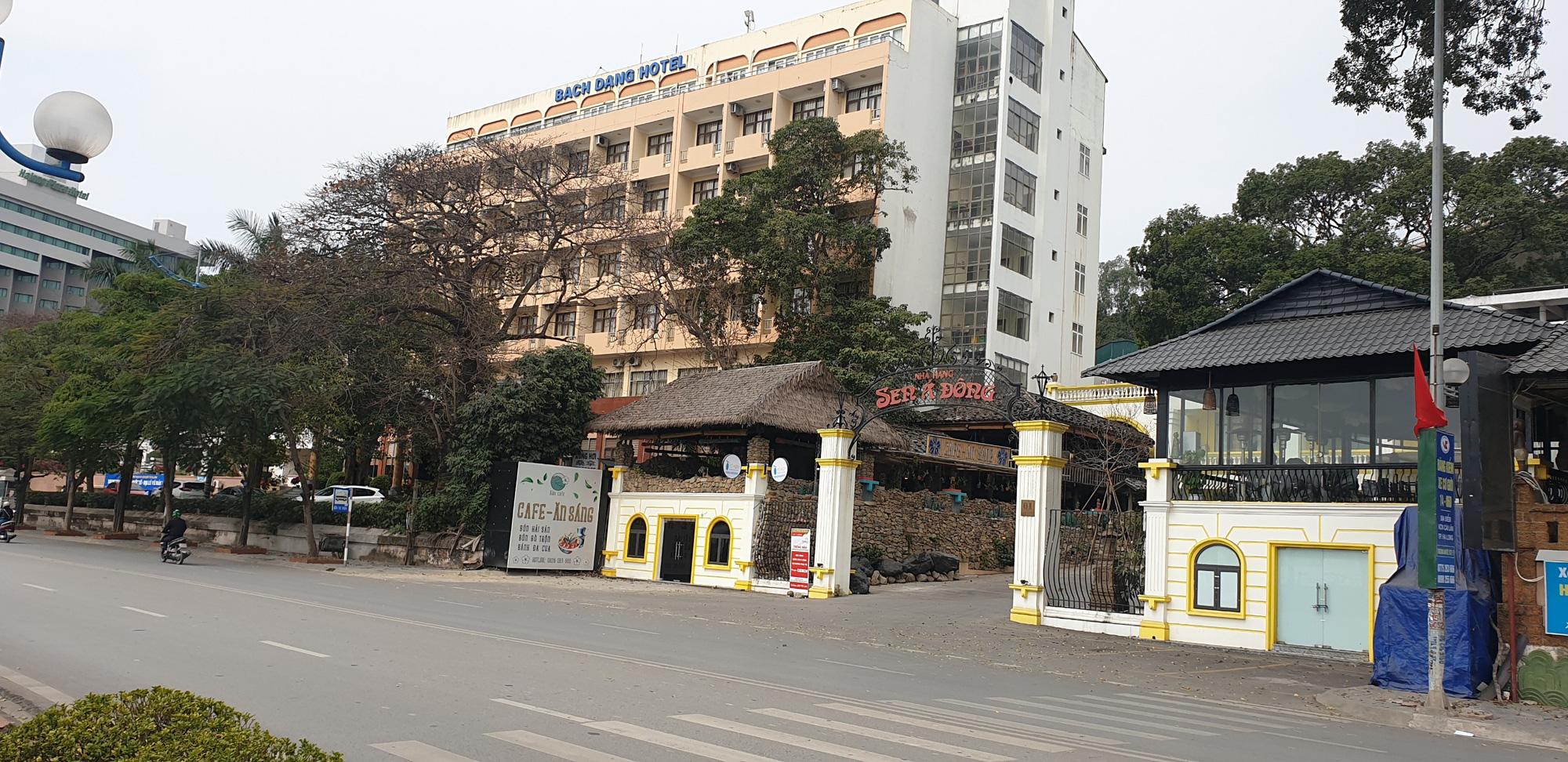 Những hình ảnh mới nhất từ Quảng Ninh sau khi phát hiện ca Covid-19 lây nhiễm trong cộng đồng  - Ảnh 3.