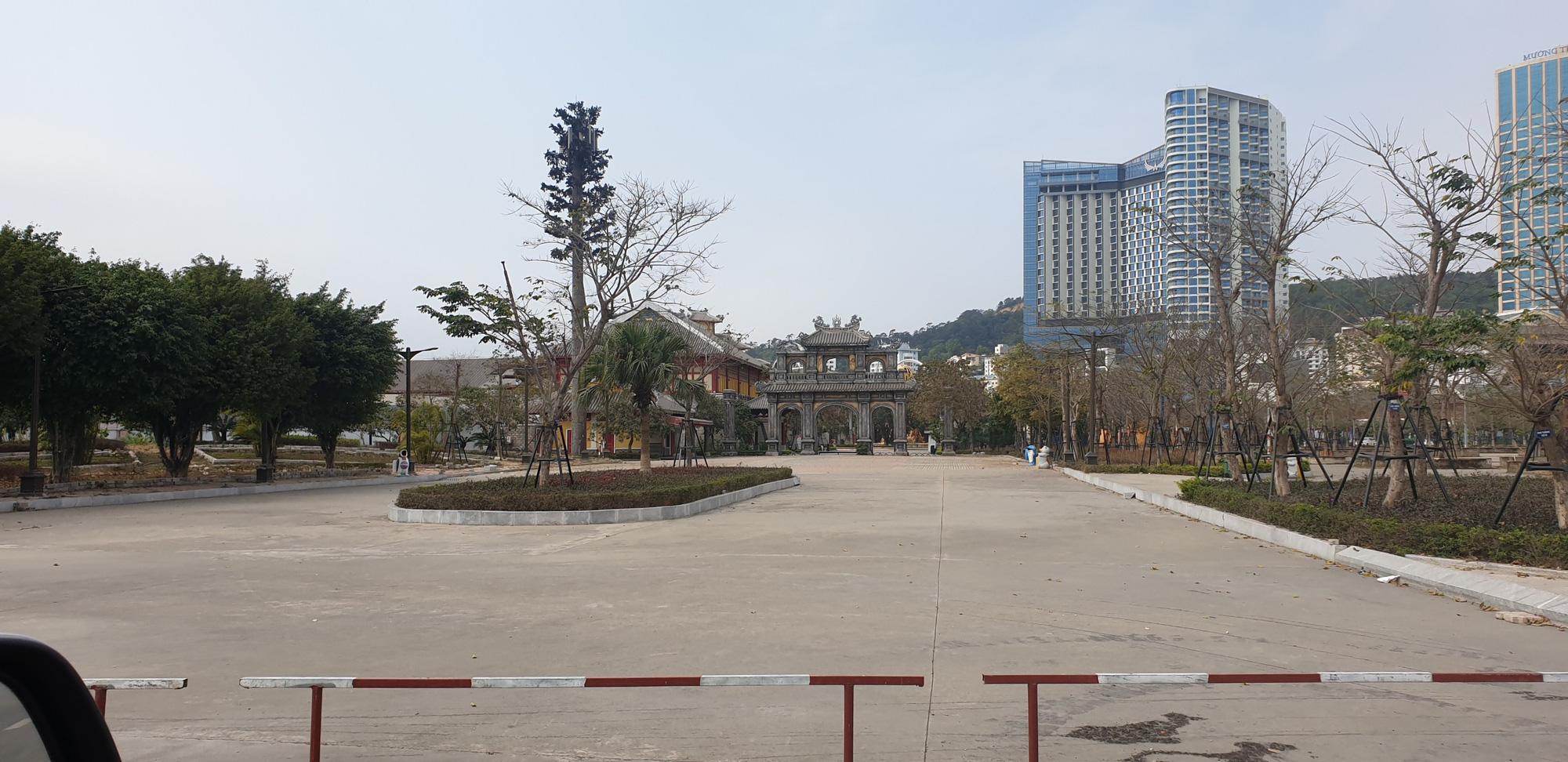 Những hình ảnh mới nhất từ Quảng Ninh sau khi phát hiện ca Covid-19 lây nhiễm trong cộng đồng  - Ảnh 5.