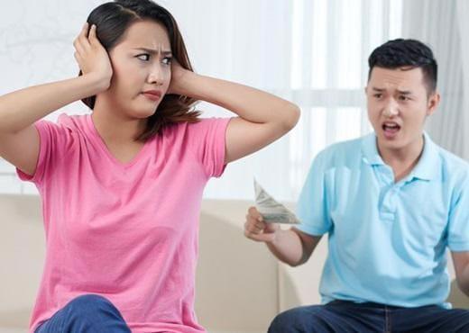 Thưởng Tết của chồng bỗng giảm một nữa, tôi cay đắng vì phải nhận thêm nỗi ê chề - Ảnh 1.