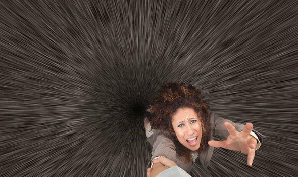 Điều gì sẽ xảy ra nếu bạn rơi vào hố đen? - Ảnh 2.