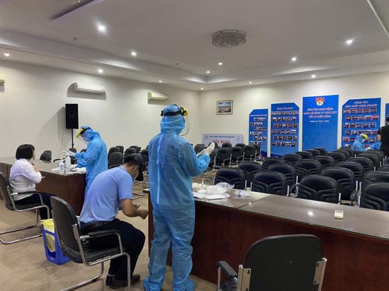 TP.HCM; Giám sát chặt những người về từ Quảng Ninh, Hải Dương trong 21 ngày - Ảnh 1.