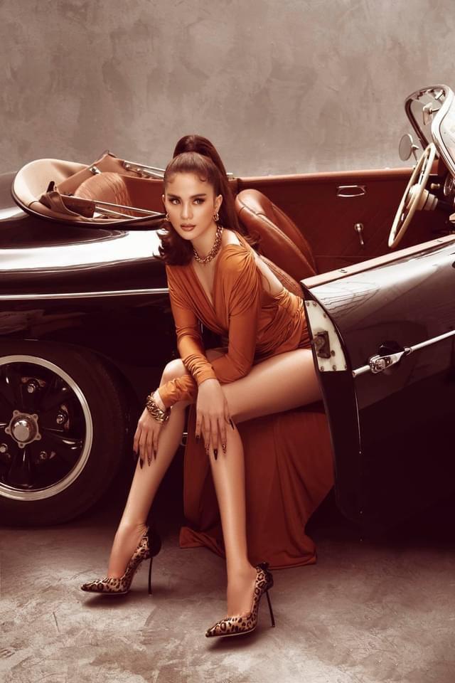 Ngọc Trinh tung bộ ảnh khó cưỡng bên xe Porsche cổ - Ảnh 16.