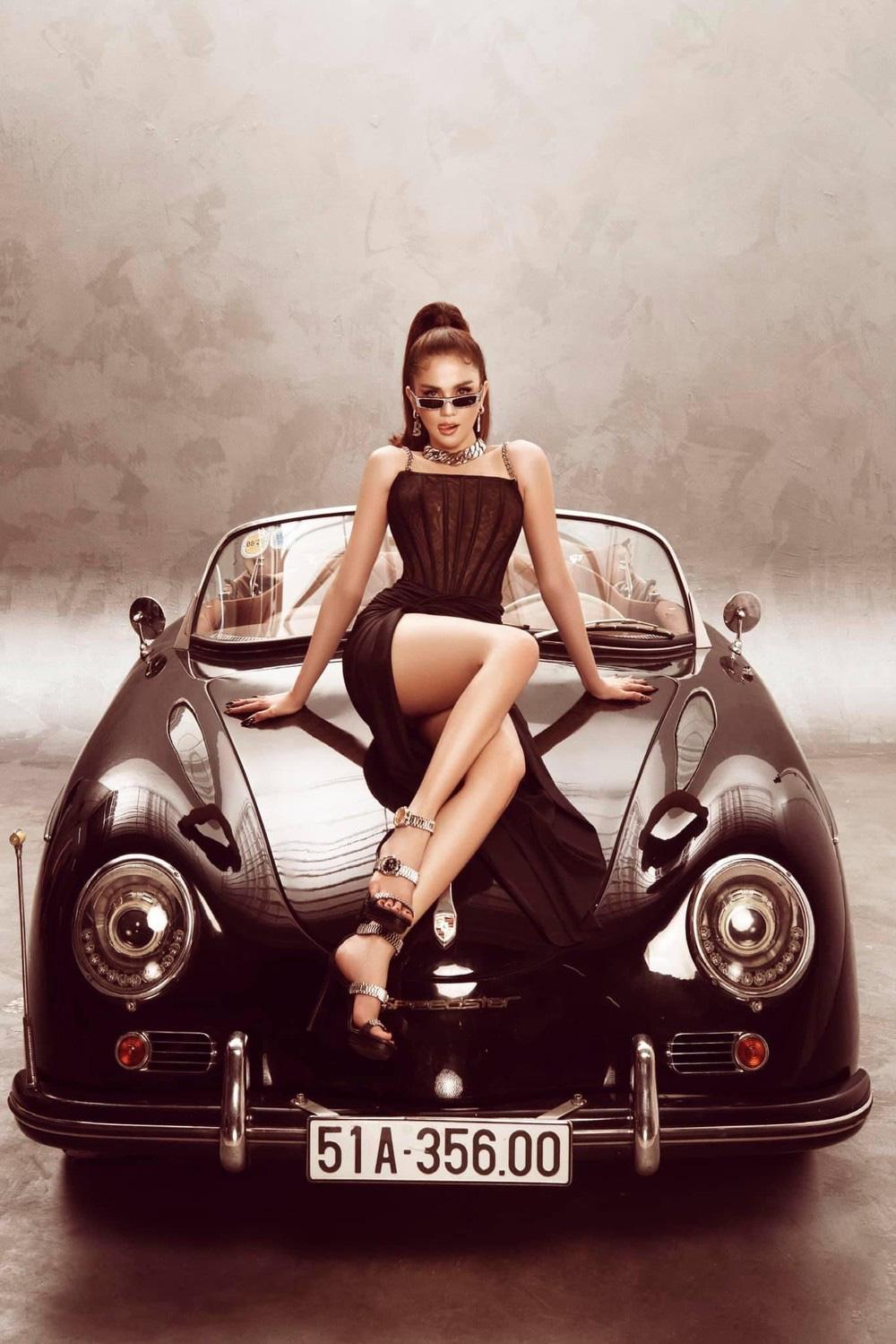 Ngọc Trinh tung bộ ảnh khó cưỡng bên xe Porsche cổ - Ảnh 6.