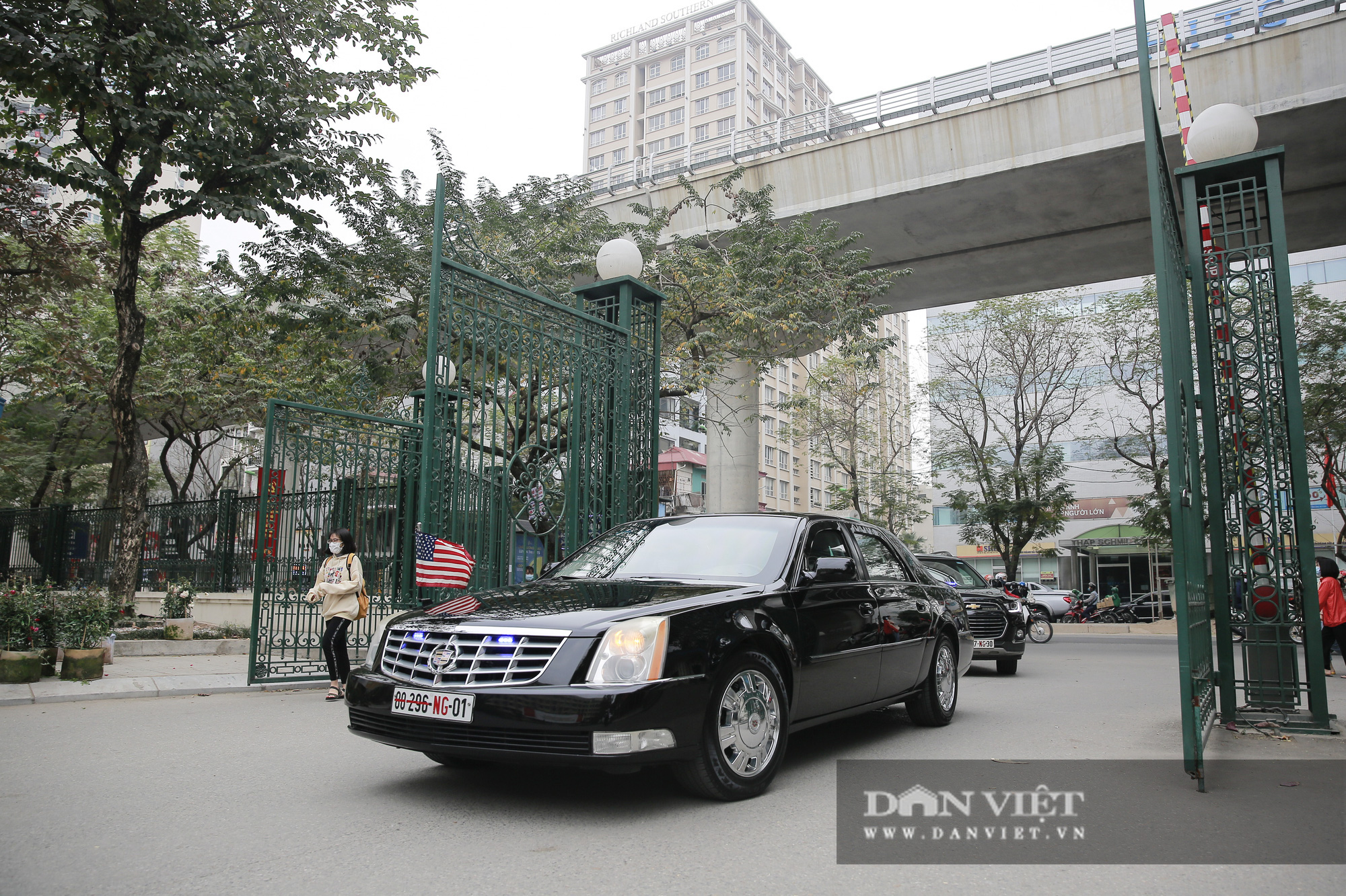 """Đại sứ Hoa Kỳ trao tặng cây đào đặc biệt tại nơi đào tạo ra những """"người lái đò"""" - Ảnh 1."""